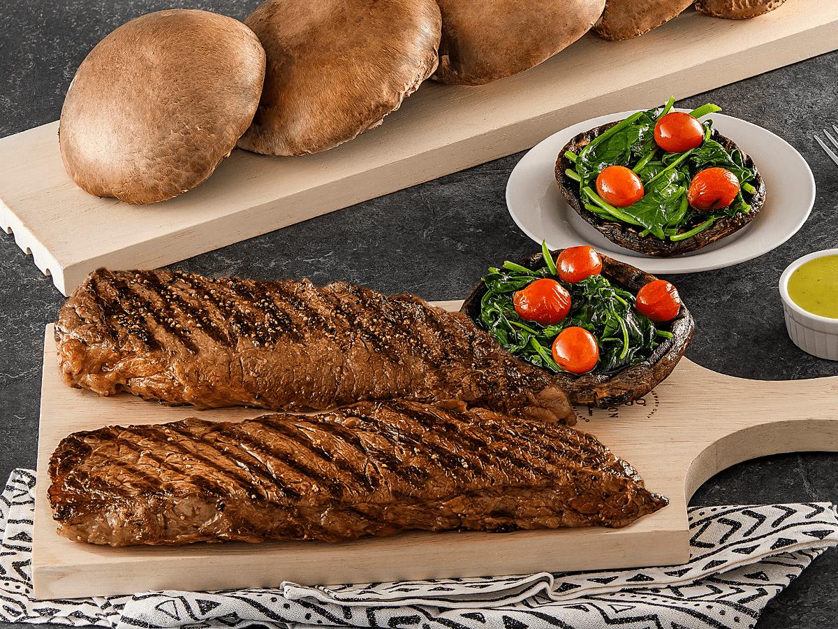 Denver Steak Al Grill Acompañado Con Portobello