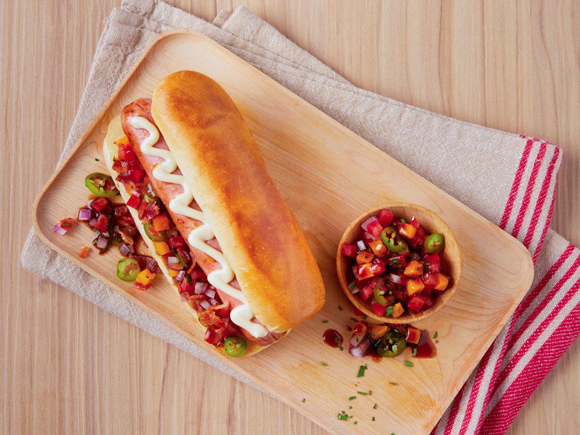 Hot Dog Con Pico De Gallo De Mango