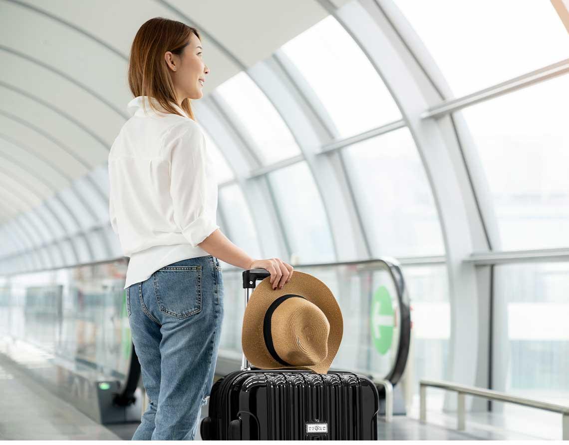 Mujer Con Maleta Viajandp