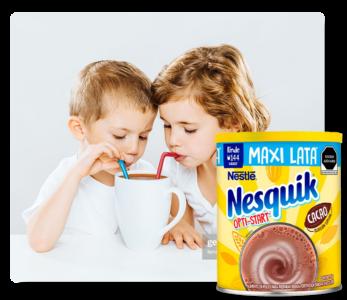 Niños Bebiendo Leche Sabor Chocolate